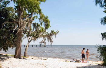 FontainbleauStatePark-beach_couple-web.jpg