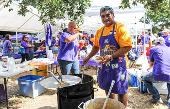 LSU_tailgating_Football_food_web.jpg