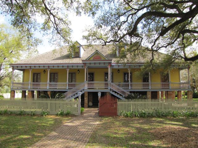 See Laura Plantation on our plantation tour!