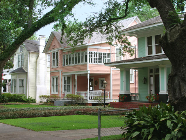 Historic homes in Lake Charles' Charpentier Historic District. Photo 2