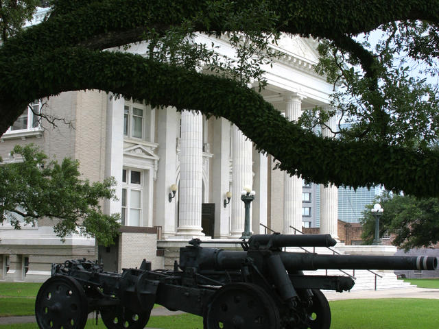 Cannon outside the old courthouse in Lake Charles' Charpentier Historic District. Photo 3