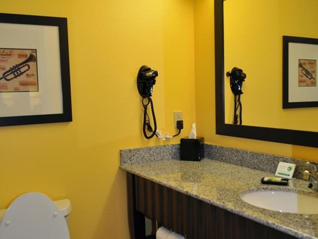 Guest Bathroom at the Evangeline Downs Hotel - Opelousas