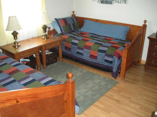 The Cabin is 2 BR/1 bath, this room has two large day beds (linens supplied).  We also supply the bath towels, wash clothes, etc.