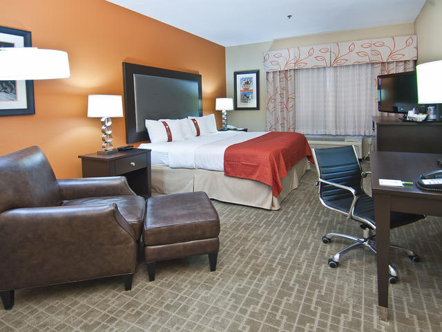 Holiday Inn & Suites Slidell Photo 5