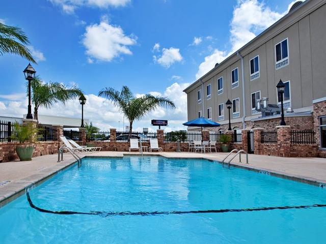 Holiday Inn Express Outdoor Pool