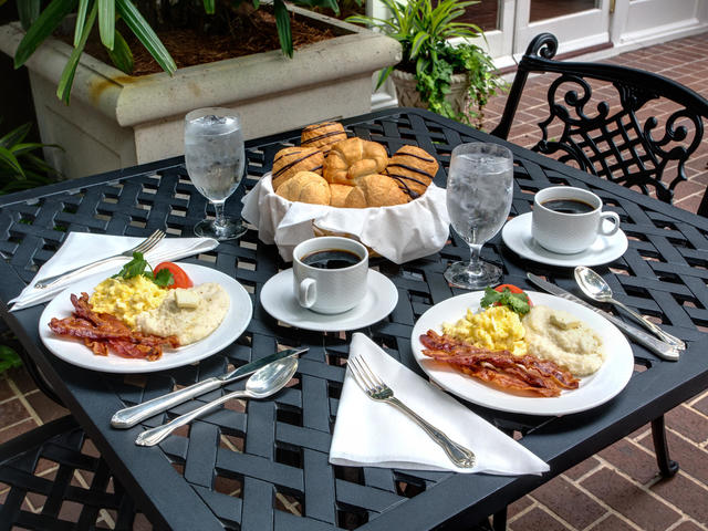 Hotel Mazarin - Complimentary Deluxe Continental Breakfast Daily
