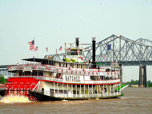 Cruises the Mighty Mississippi River