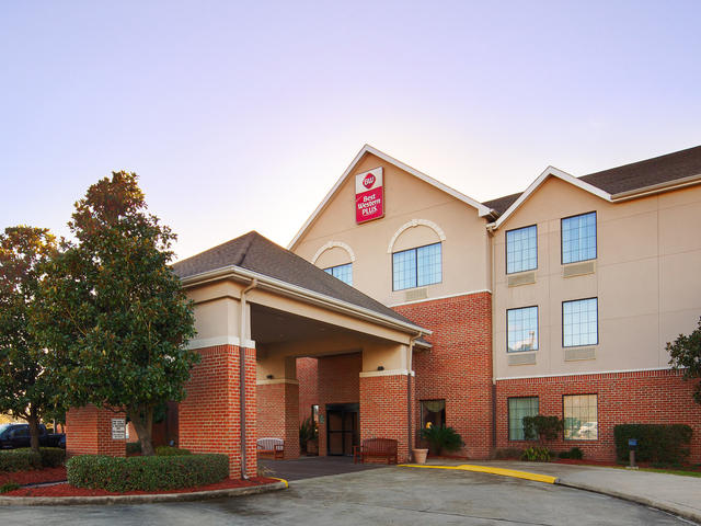 Welcome to the Best Western Plus Hotel & Suites, Sulphur, LA.